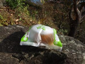 膨らんでしまったパンの袋