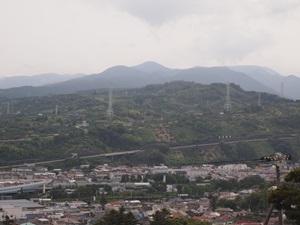 新堀土塁公園から見た石垣山
